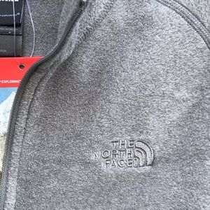 The North Face Tops - THE NORTH FACE Gray Glacier 1/4 Zip S NWT Fleece